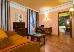 Suites Gran Via 44 - Grenada - Kamar Tidur