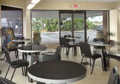 Super 8 Daytona Beach Oceanfront - Daytona Beach - Restoran