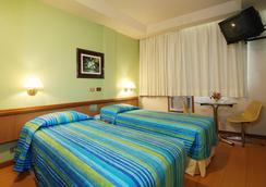 Hotel Astoria Copacabana - Rio de Janeiro - Kamar Tidur