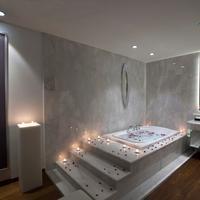 Wyndham Grand Istanbul Kalamis Marina Indoor Spa Tub