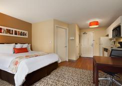 Hawthorn Suites by Wyndham Greensboro - Greensboro - Kamar Tidur