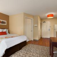 Hawthorn Suites by Wyndham Raleigh Standard Queen Bedroom