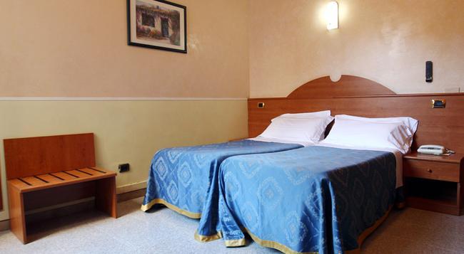 Hotel Baltic - Rome - Bedroom