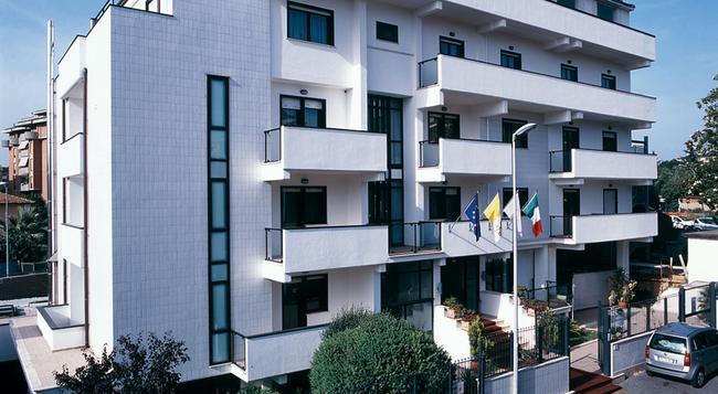 Hotel Sisto V - Rome - Building