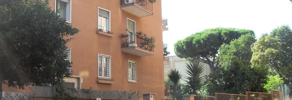 Bed & Breakfast Al Vicoletto - Rome - Building