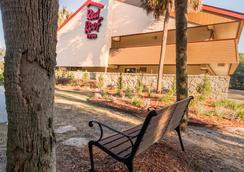 Red Roof Inn Tallahassee - University - Tallahassee - Pemandangan luar
