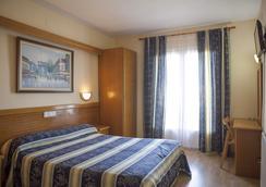 Hotel Silvia - Empuriabrava - Kamar Tidur