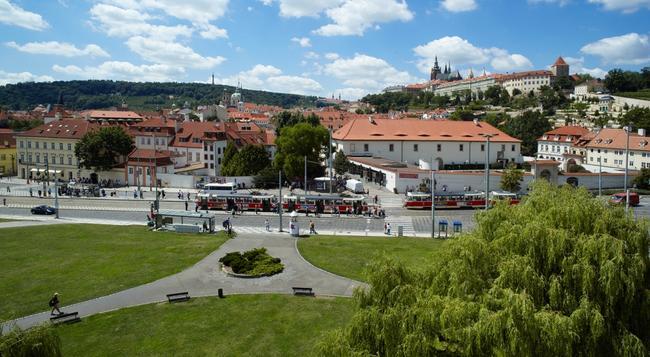 Hotel Klarov - Prague - Location