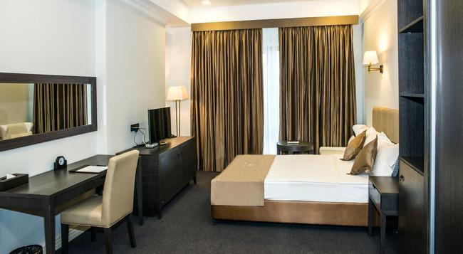 Ambassador Hotel - Bishkek - Bedroom